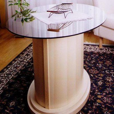Ovaler Tisch