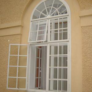 Aussenfenster mit vielen Fensterflügel