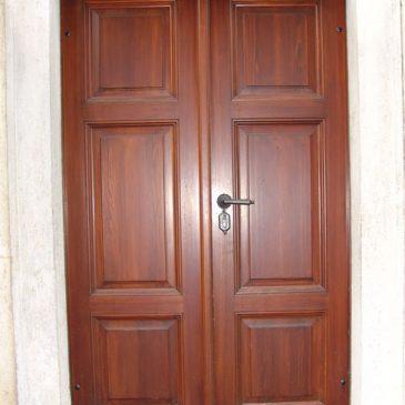Historische Kirchentür