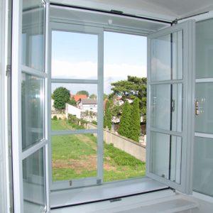 Neues Kastenfenster offen