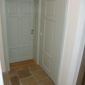 Tür mit Zählerkastenverbau