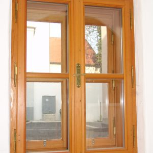 Zweiflügeliges Kastenfenster