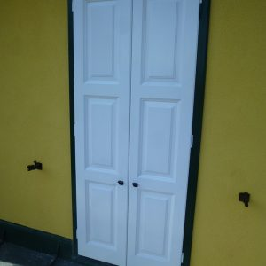 Kastenfenster-Tür geschlossen