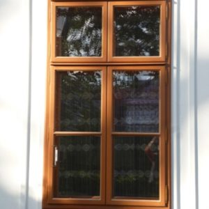 Aussenaufgehendes Pfostenstockfenster
