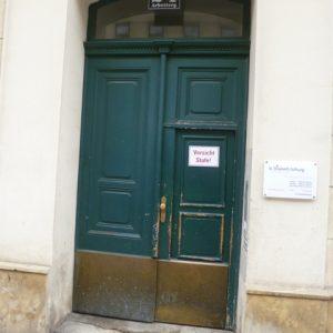 Eingangstür original innen aufgehend