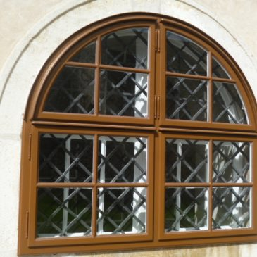 Rundbogen Aussenfenster bei Kastenfenster, Kirche Margarethen am Moos