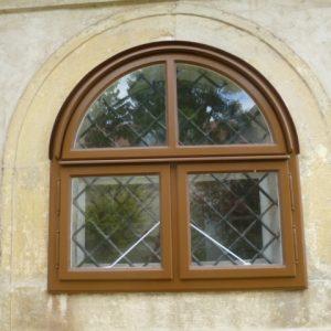 Dreiflügeliges Kastenfenster