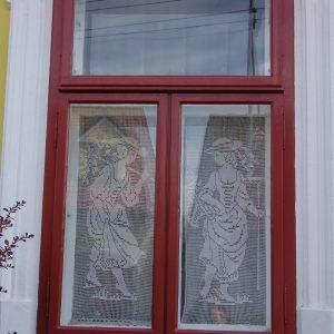 Kastenfenster mit Motiv