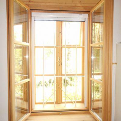 Kastenfenster mit Eisengitter und IG-Schutz