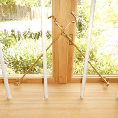 Kastenfenster mit Messingaufspreitzhaken