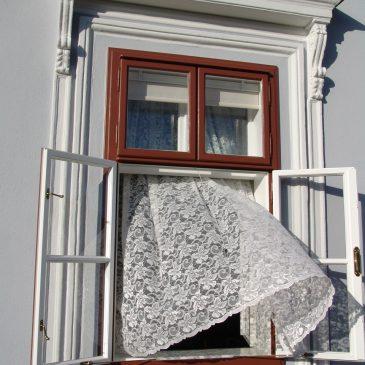 Stilgerechte Fassadensanierung in Jedenspeigen